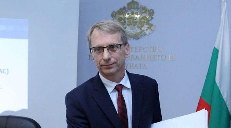 Проф. Денков: Не живея в света на агресията. Дълбоко съм убеден, че българите са миролюбиво настроени
